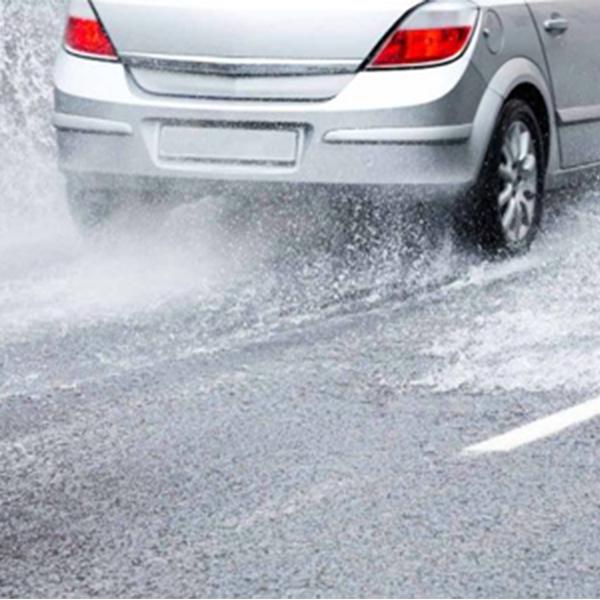 Autorijdens tijdens harde regen   Gert Pater
